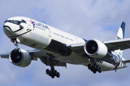 singapore346さんが、ロンドン・ヒースロー空港で撮影したラタム・エアラインズ・ブラジル 777-32W/ERの航空フォト(飛行機 写真・画像)