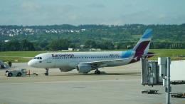 singapore346さんが、シュトゥットガルト空港で撮影したユーロウイングス A320-214の航空フォト(飛行機 写真・画像)