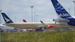 singapore346さんが、トゥールーズ・ブラニャック空港で撮影したキャセイパシフィック航空 A350-1041の航空フォト(飛行機 写真・画像)