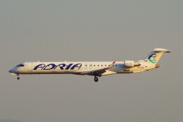ちっとろむさんが、フランクフルト国際空港で撮影したアドリア航空 CL-600-2D24 Regional Jet CRJ-900の航空フォト(飛行機 写真・画像)