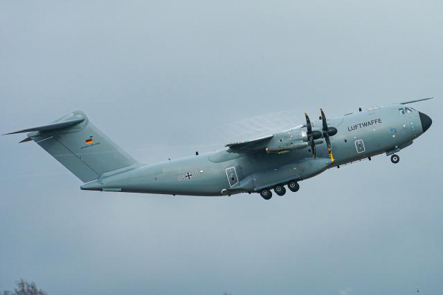 singapore346さんが、シュトゥットガルト空港で撮影したドイツ空軍 A400Mの航空フォト(飛行機 写真・画像)