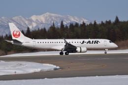 falconさんが、秋田空港で撮影したジェイエア ERJ-190-100(ERJ-190STD)の航空フォト(飛行機 写真・画像)