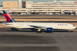 KoshiTomoさんが、羽田空港で撮影したデルタ航空 777-232/ERの航空フォト(飛行機 写真・画像)