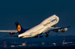 rokko2000さんが、羽田空港で撮影したルフトハンザドイツ航空 747-830の航空フォト(飛行機 写真・画像)