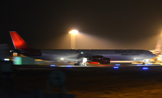 taiki17さんが、関西国際空港で撮影したマレシュ・アエロ A340-642の航空フォト(飛行機 写真・画像)