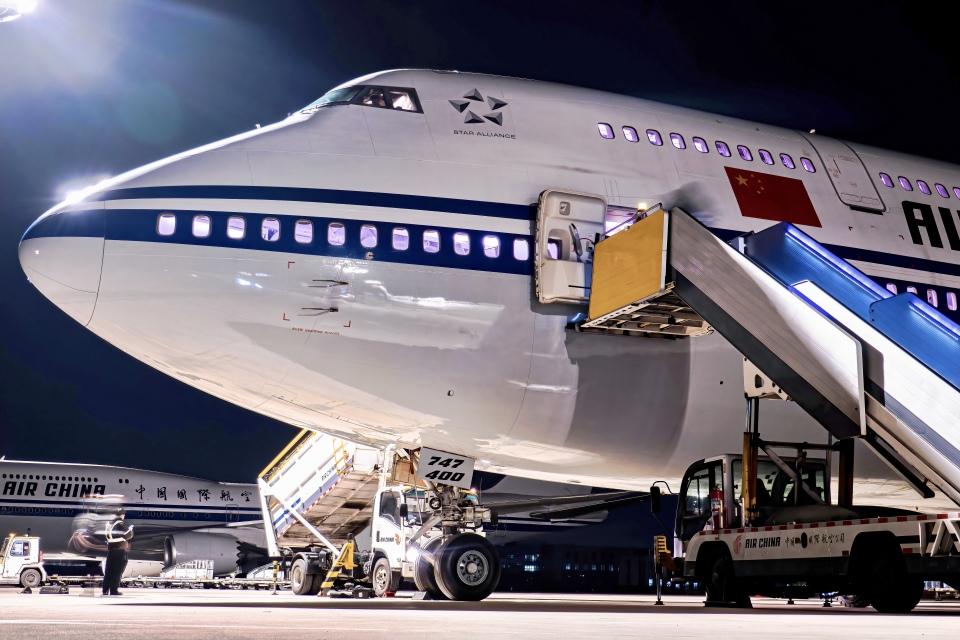 让开我先飞さんの中国国際航空 Boeing 747-400 (B-2447) 航空フォト