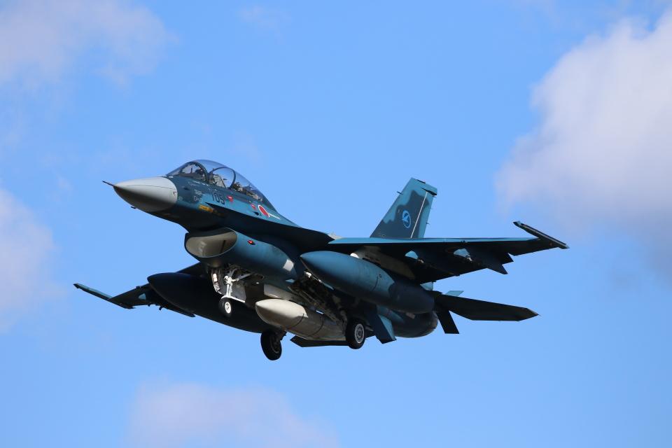 ☆ゆっきー☆さんの航空自衛隊 Mitsubishi F-2B (03-8105) 航空フォト