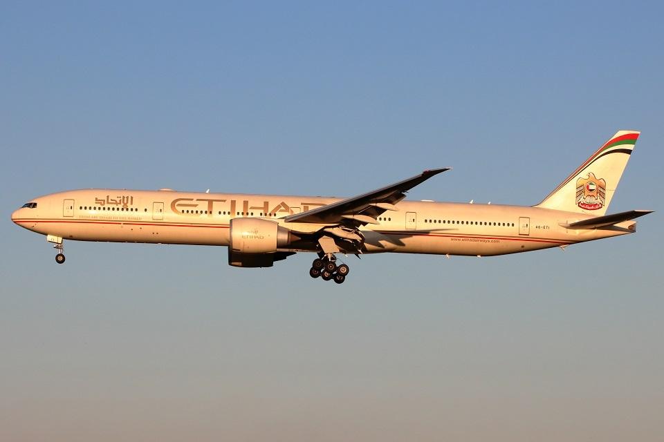 たみぃさんのエティハド航空 Boeing 777-300 (A6-ETI) 航空フォト