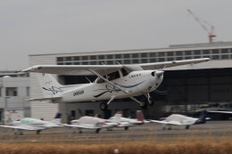 Koenig117さんが、八尾空港で撮影したスカイフォト 172S Skyhawk SPの航空フォト(飛行機 写真・画像)