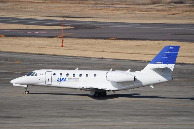 土岐のjunkoさんが、名古屋飛行場で撮影した宇宙航空研究開発機構 680 Citation Sovereignの航空フォト(飛行機 写真・画像)