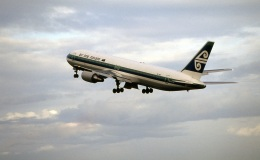 LEVEL789さんが、岡山空港で撮影したニュージーランド航空 767-319/ERの航空フォト(飛行機 写真・画像)