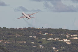 Airliners Freakさんが、アントニオ・B・ウォン・パット国際空港で撮影したユナイテッド航空 777-222の航空フォト(飛行機 写真・画像)