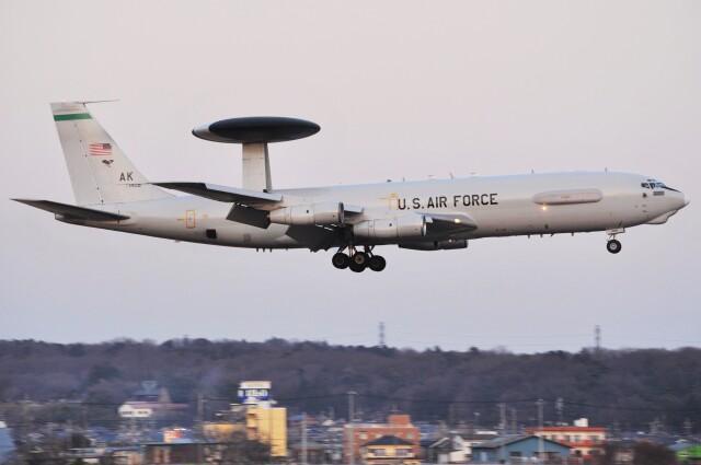デルタおA330さんが、横田基地で撮影したアメリカ空軍 E-3B Sentry (707-300)の航空フォト(飛行機 写真・画像)