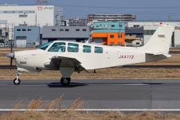 A.Tさんが、八尾空港で撮影した日本個人所有 A36 Bonanza 36の航空フォト(飛行機 写真・画像)