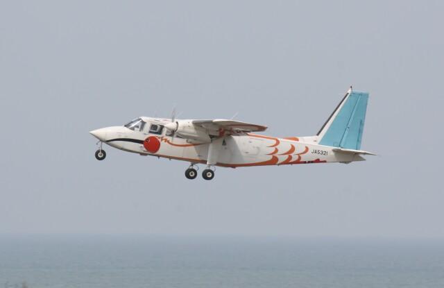 プルシアンブルーさんが、新潟空港で撮影した旭伸航空 BN-2B-20 Islanderの航空フォト(飛行機 写真・画像)