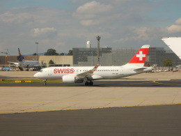kiyo hさんが、フランクフルト国際空港で撮影したスイスインターナショナルエアラインズ BD-500-1A10 CSeries CS100の航空フォト(飛行機 写真・画像)