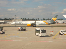kiyo hさんが、フランクフルト国際空港で撮影したコンドル 757-330の航空フォト(飛行機 写真・画像)
