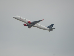 kiyo hさんが、ウィーン国際空港で撮影したオーストリア航空 ERJ-190-200 LR (ERJ-195LR)の航空フォト(飛行機 写真・画像)