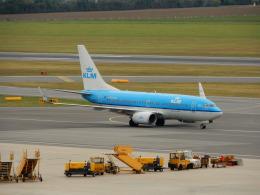 kiyo hさんが、ウィーン国際空港で撮影したKLMオランダ航空 737-7K2の航空フォト(飛行機 写真・画像)
