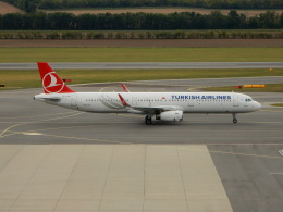 kiyo hさんが、ウィーン国際空港で撮影したターキッシュ・エアラインズ A321-231の航空フォト(飛行機 写真・画像)