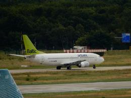 kiyo hさんが、フランクフルト国際空港で撮影したエア・バルティック 737-31Sの航空フォト(飛行機 写真・画像)