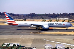 SFJ_capさんが、成田国際空港で撮影したアメリカン航空 777-323/ERの航空フォト(飛行機 写真・画像)