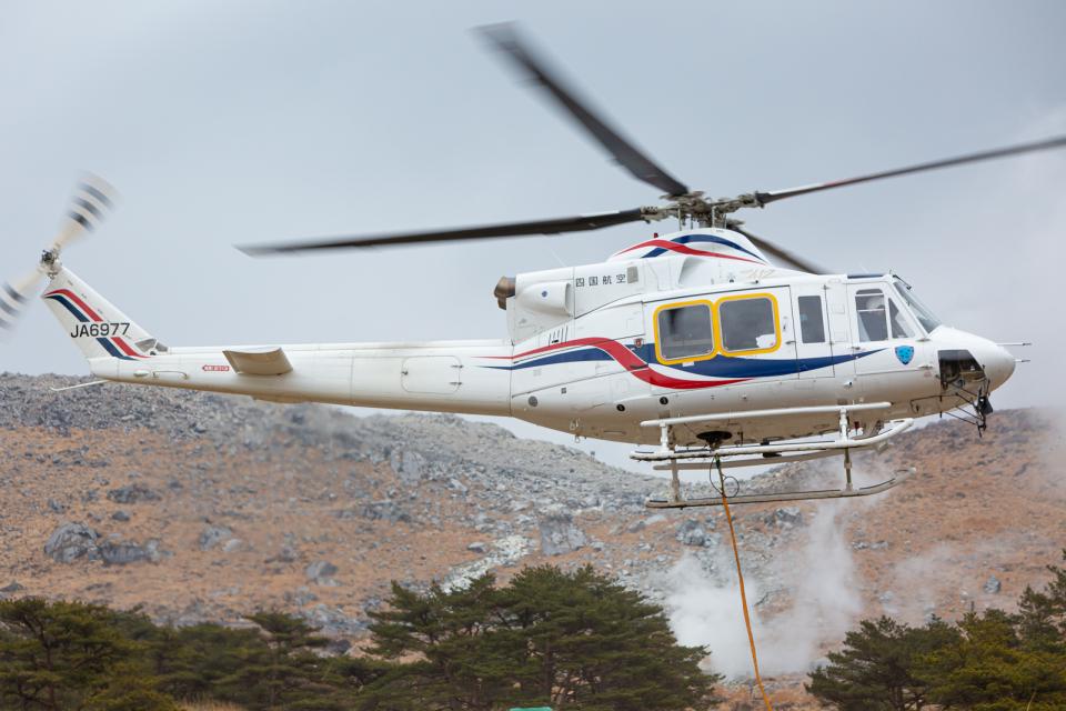 (新)ふぁんとむ改さんの四国航空 Bell 412 (JA6977) 航空フォト