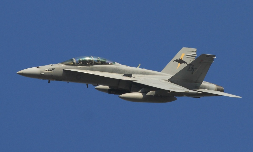 isiさんのアメリカ海兵隊 McDonnell Douglas F/A-18 Hornet (VMFA(AW)-242) 航空フォト