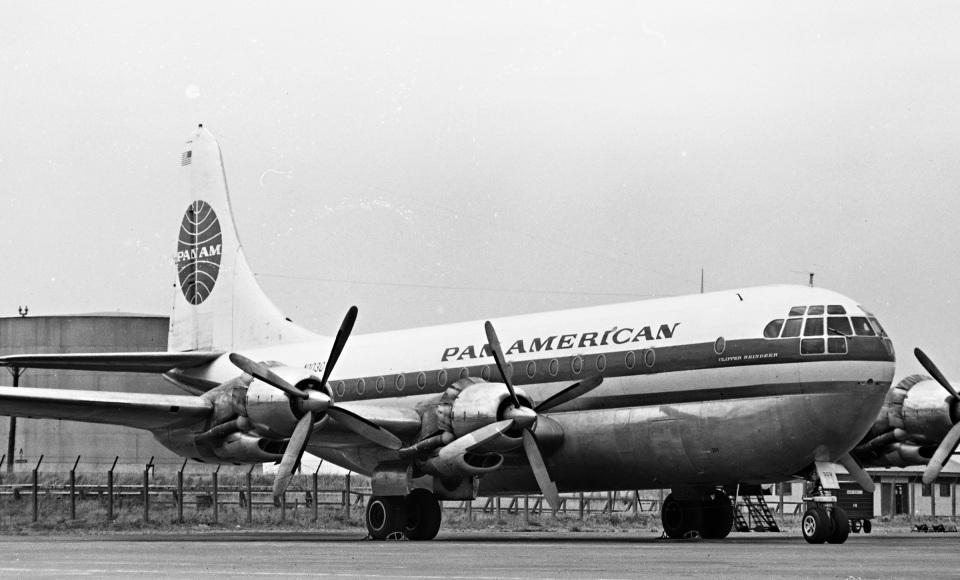 Y.Todaさんのパンアメリカン航空 Boeing 377 Stratocruiser (N1030V) 航空フォト
