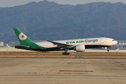 PW4090さんが、関西国際空港で撮影したエバー航空 777-F5Eの航空フォト(飛行機 写真・画像)