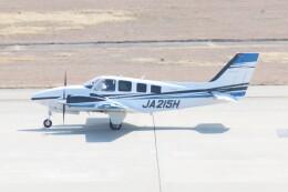 青春の1ページさんが、神戸空港で撮影した学校法人ヒラタ学園 航空事業本部 G58 Baronの航空フォト(飛行機 写真・画像)
