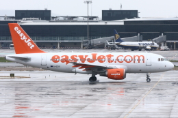 kinsanさんが、バルセロナ空港で撮影したイージージェット A319-111の航空フォト(飛行機 写真・画像)