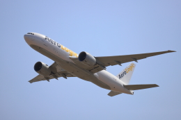 赤ちんさんが、成田国際空港で撮影したアエロ・ロジック 777-FZNの航空フォト(飛行機 写真・画像)
