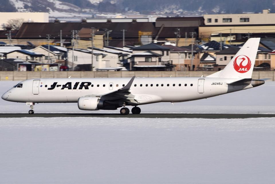 jun☆さんのジェイエア Embraer 190 (JA246J) 航空フォト