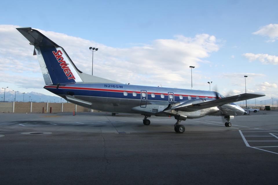 kinsanさんのスカイウエスト Embraer EMB-120 Brasilia (N216SW) 航空フォト