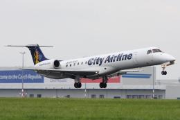 kinsanさんが、ヴァーツラフ・ハヴェル・プラハ国際空港で撮影したシティ・エアライン ERJ-145EUの航空フォト(飛行機 写真・画像)