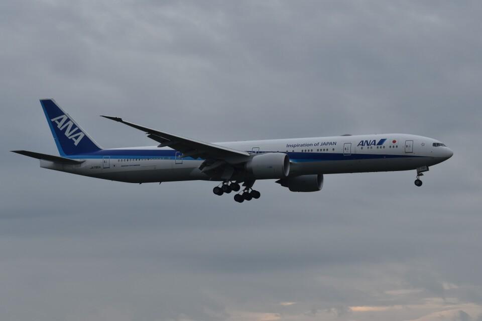 PIRORINGさんの全日空 Boeing 777-300 (JA795A) 航空フォト