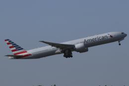 Sharp Fukudaさんが、成田国際空港で撮影したアメリカン航空 777-323/ERの航空フォト(飛行機 写真・画像)