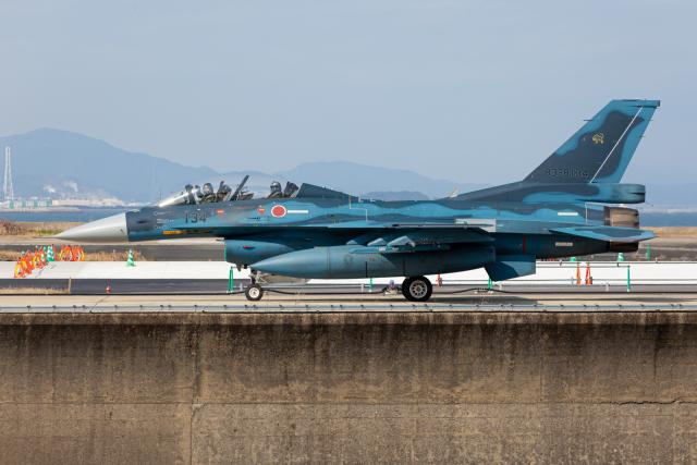 (新)ふぁんとむ改さんが、築城基地で撮影した航空自衛隊 F-2Bの航空フォト(飛行機 写真・画像)