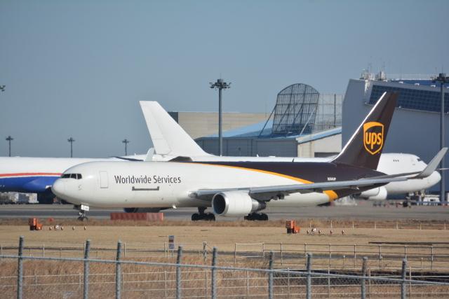 アルビレオさんが、成田国際空港で撮影したUPS航空 767-34AF/ERの航空フォト(飛行機 写真・画像)