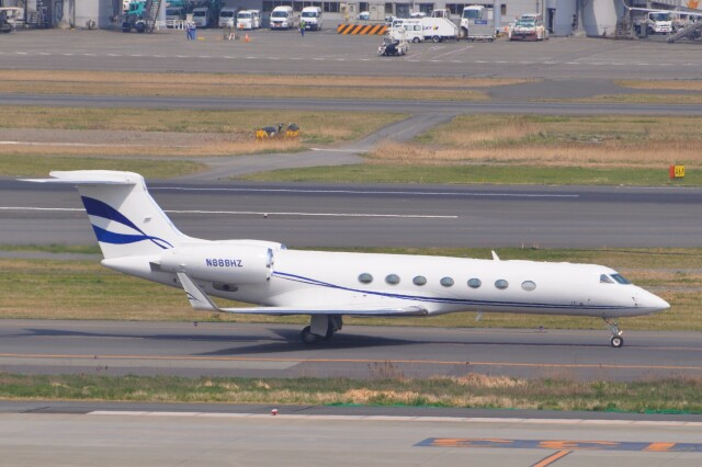 Flying A340さんが、羽田空港で撮影したアメリカ個人所有 G-V-SP Gulfstream G550 Eitamの航空フォト(飛行機 写真・画像)
