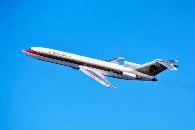 パール大山さんが、ジョージ・ブッシュ・インターコンチネンタル空港で撮影したコンチネンタル航空 727-224/Advの航空フォト(飛行機 写真・画像)