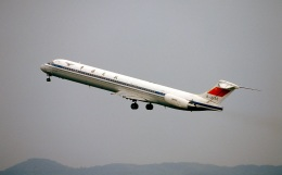 LEVEL789さんが、岡山空港で撮影した中国民用航空局 MD-82 (DC-9-82)の航空フォト(飛行機 写真・画像)