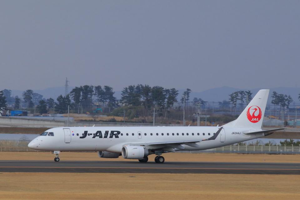 しかばねさんのジェイエア Embraer 190 (JA244J) 航空フォト