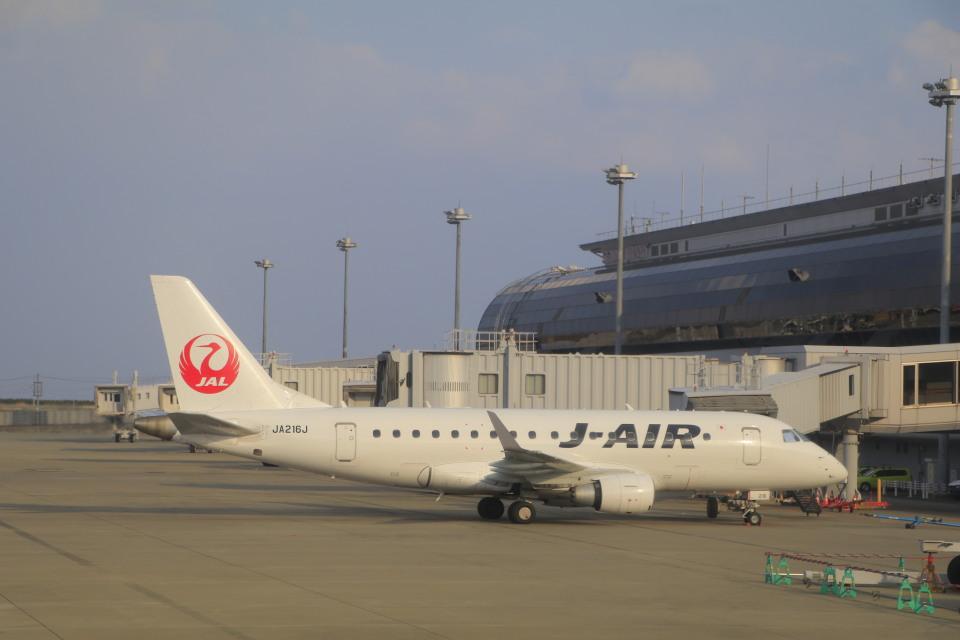 しかばねさんのジェイエア Embraer 170 (JA216J) 航空フォト