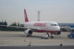 Hiro-hiroさんが、アタテュルク国際空港で撮影したアトラスジェット A320の航空フォト(飛行機 写真・画像)