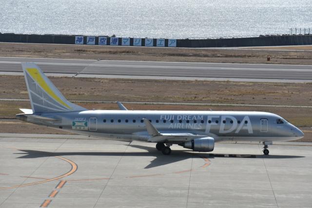 空が大好き!さんが、神戸空港で撮影したフジドリームエアラインズ ERJ-170-200 (ERJ-175STD)の航空フォト(飛行機 写真・画像)