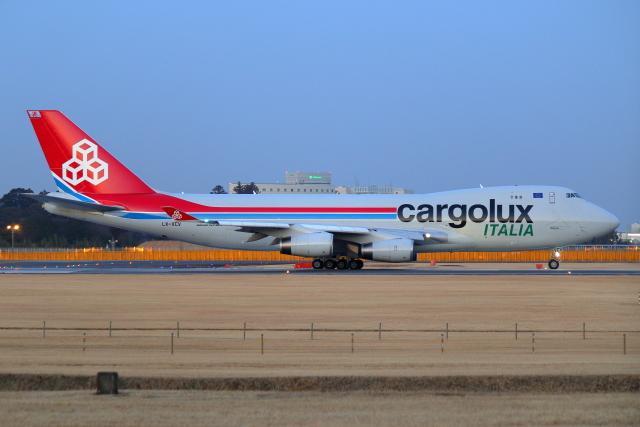 こだしさんが、成田国際空港で撮影したカーゴルクス・イタリア 747-4R7F/SCDの航空フォト(飛行機 写真・画像)