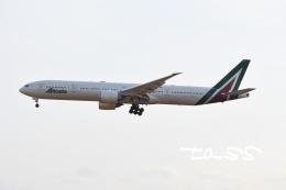 tassさんが、成田国際空港で撮影したアリタリア航空 777-3Q8/ERの航空フォト(飛行機 写真・画像)