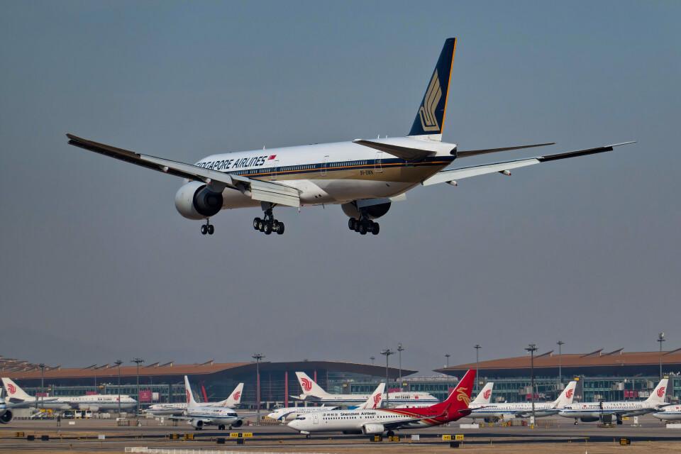 让开我先飞さんのシンガポール航空 Boeing 777-300 (9V-SWN) 航空フォト